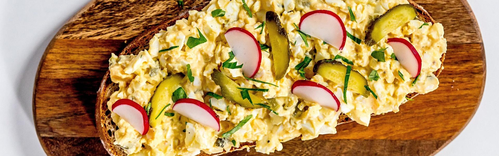 Co s vajíčky, která vám zbyla po Velikonocích a jak dlouho vydrží uvařené vejce?